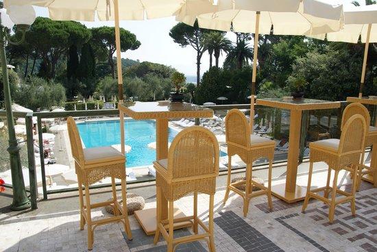 Rome Cavalieri, Waldorf Astoria Hotels & Resorts : Utsikt ned til bassenget.