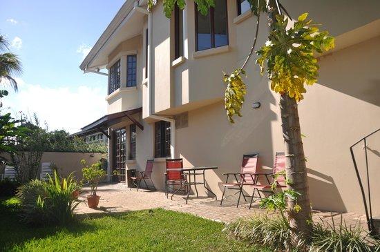 Casa Isabella Costa Rica: Back yard.