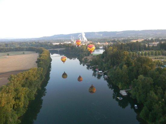 Vista Balloon Adventures : over the river