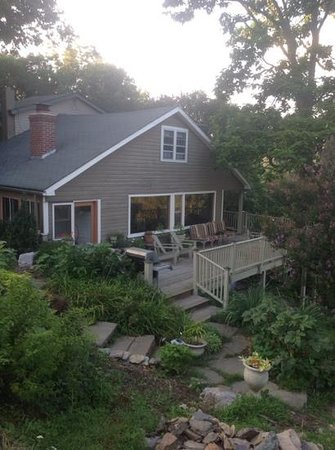 The Ledge House Bed and Breakfast: The beautiful deck!!!