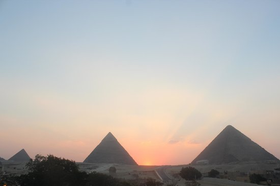Pyramids View Inn: A Room With a View