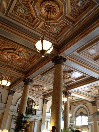 Willard InterContinental Washington: Plafond du lobby avec le sceau des États