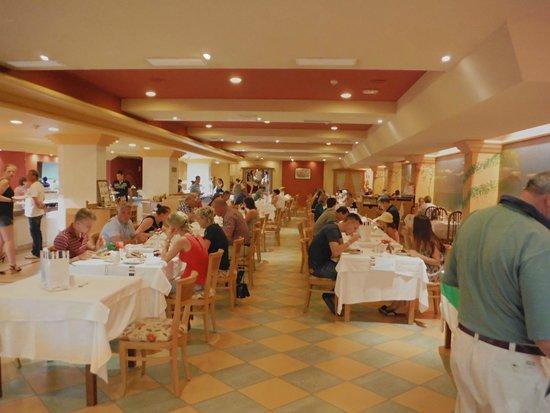 SBH Crystal Beach Hotel & Suites : Frühstücks,- Mittags,- Abendessenraum