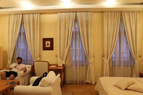 Louren Hotel: 3 больших окна