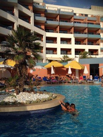 Dolmen Resort Hotel: Piscine jeunes !