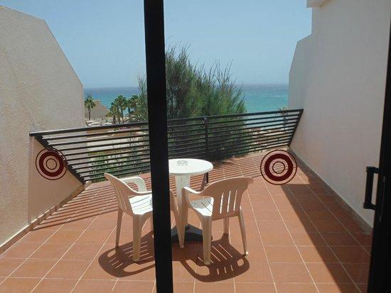 SBH Crystal Beach Hotel & Suites: Zimmer-Balkon