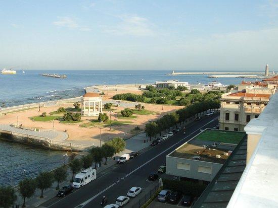 NH Livorno Grand Hotel Palazzo: vue depuis la terrasse