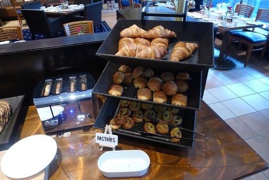 Chez Colette: Buffet - pastries