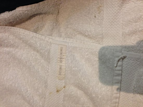 Sheriff Hotel: Towels with brown spots