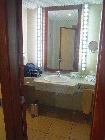 SBH Crystal Beach Hotel & Suites: Badezimmer