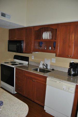 Hawthorn Suites by Wyndham Grand Rapids, MI: Kitchen Area