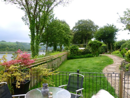 Riverside Cottage Guesthouse : View from the house