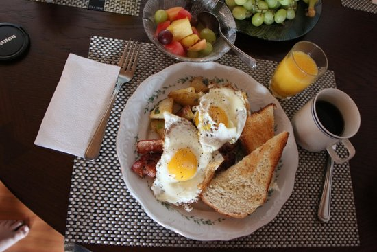 Armand Heights Bed and Breakfast: Breakfast