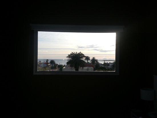 Atlantico Boutique Hotel: Atenção: Trata-se de uma janela e não de uma tv HD. Sensacional.