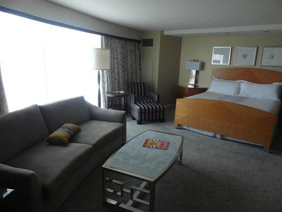 Borgata Hotel Casino & Spa: Plenty of room to relax in the room.