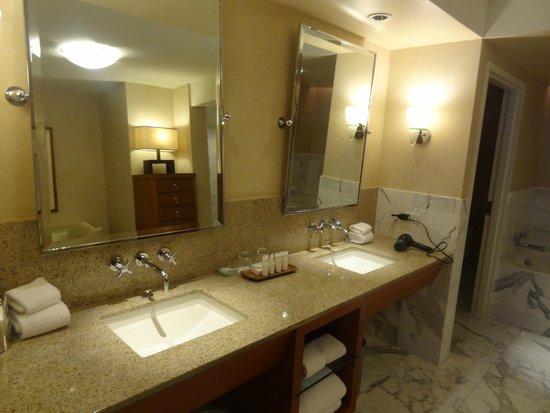 Borgata Hotel Casino & Spa: Double sinks in spacious bathroom.