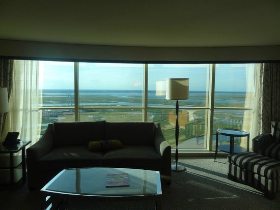 Borgata Hotel Casino & Spa: View out windows onto nearby wetlands.