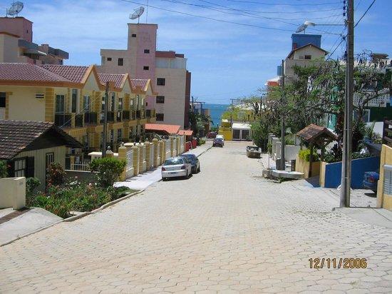 Villa Garoupeta: Rua de acesso ao mar