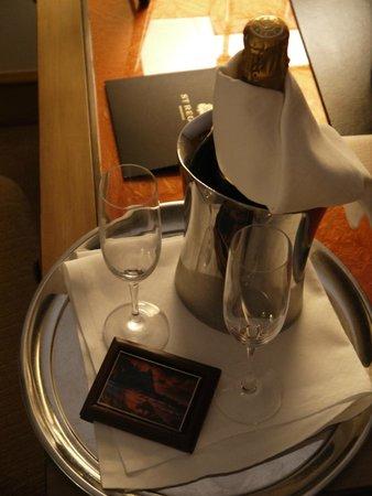 St. Regis Princeville Resort: Honeymoon welcome gift