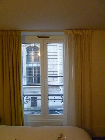 Ibis Styles Paris République Le Marais : window