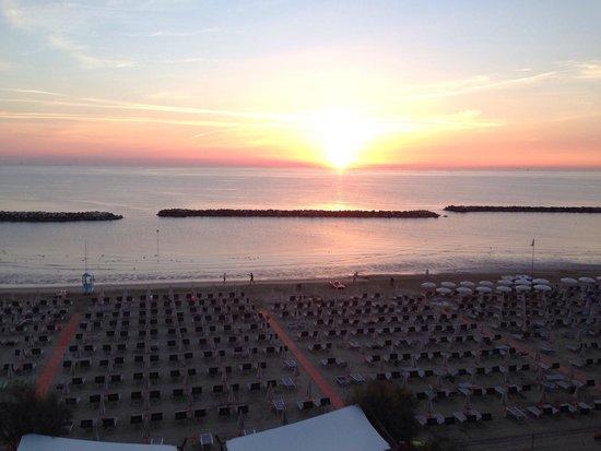 Hotel Roma: L'alba vista dalla camera