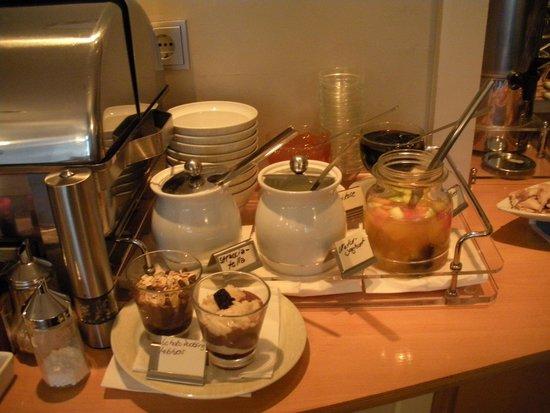 Hotel St. Annen: Breakfast Bar (2)