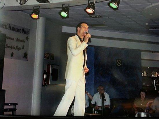 Hotel Flamingo Oasis : Entertainment one night