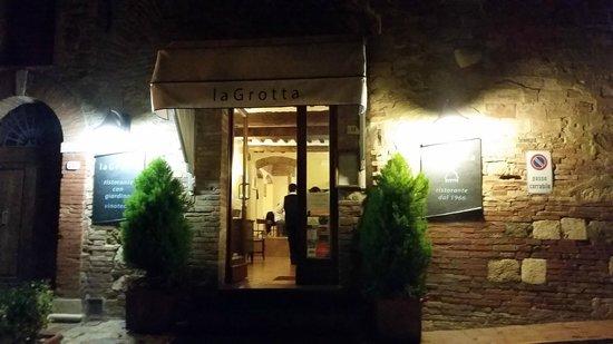 Ristorante La Grotta : Outside Entrance