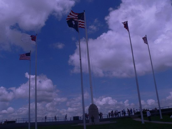 Fort Sumter National Monument: Flags marking Ft. Sumter