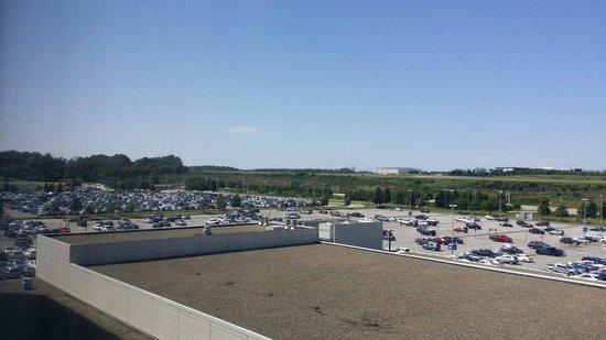 Hyatt Regency Pittsburgh International Airport : View of airport parking lot from room