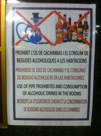 H·TOP Calella Palace : cartel por todo el hotel