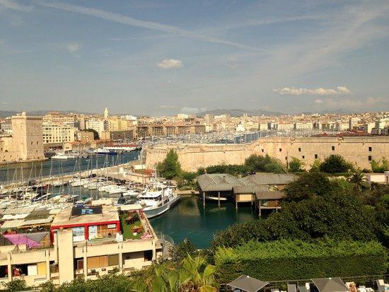 Sofitel Marseille Vieux-Port: Vue de la chambre.