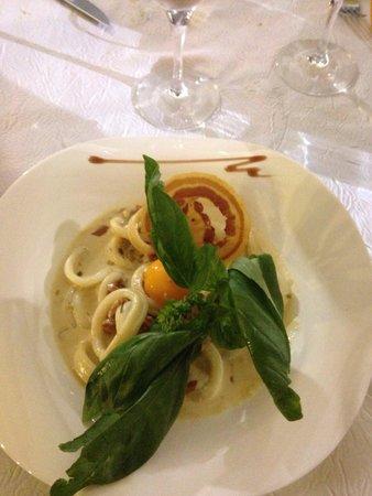 Restaurant le local: Calamars piégés façon spaghetti a la carbonara