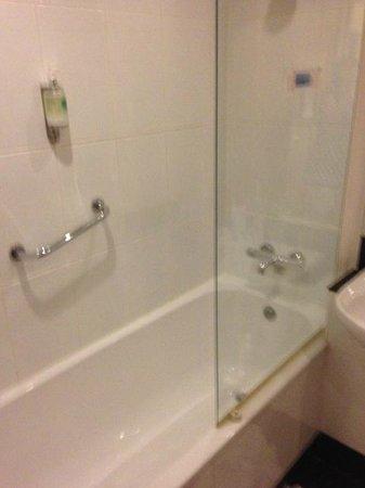 Treacys Hotel Waterford: Dusche war ok