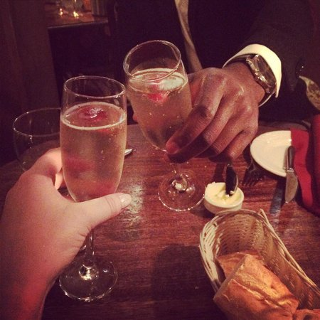 Kendells Bistro: Complimentary bubbly