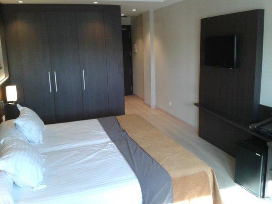 Brea's Hotel : penderie avec coffre