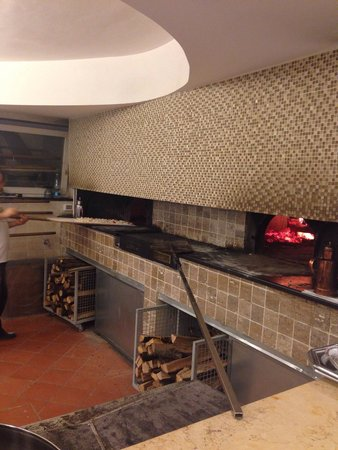 Il doppio forno a legna foto di pizzeria da gennaro - Forno pizza da gennaro ...