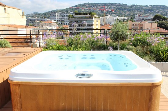 BEST WESTERN Le Patio des Artistes: Whirlpool auf der Dachterrasse