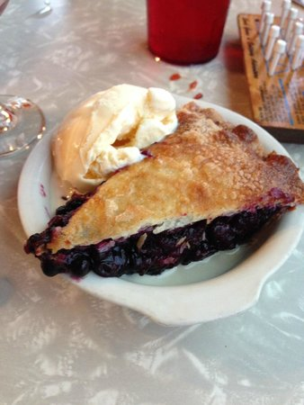Two Sisters Cafe : The Best Huckleberry Pie