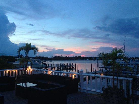 Bluff House Beach Resort & Marina: Evening on the marina