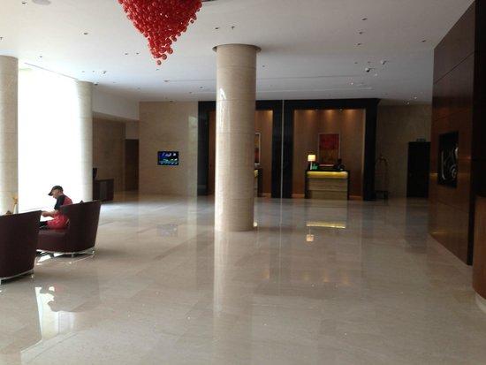 Courtyard Kochi Airport: lobby