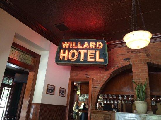 Willard Restaurant: Pizza gross building is great