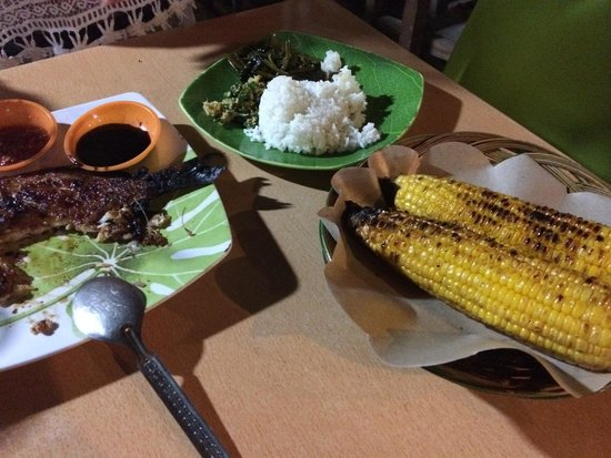 Gili Trawangan Night Market: red snapper with steamed rice and corn