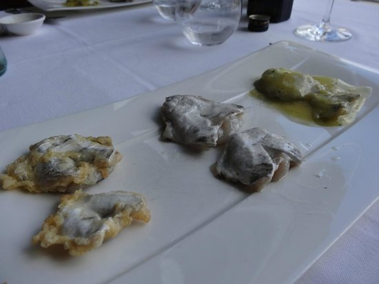 Restaurante Elkano: Cod appetizer three ways (fried, grilled and in salsa verde)