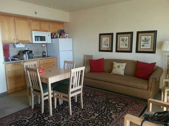 Beach House Inn and Suites: 2 room suite. .kitchenette and living room area. .lot of room and places to sit