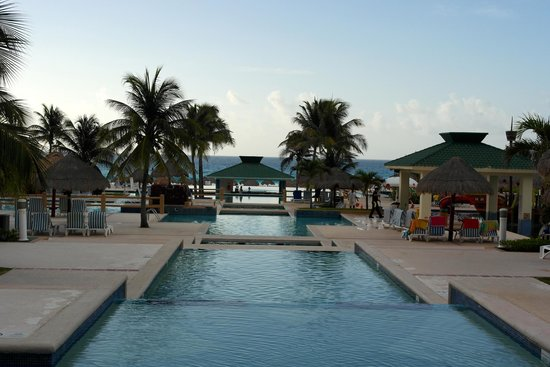 Iberostar Cancun : Poolview