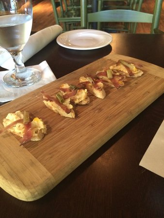 Wisteria Southern Gastropub: Pimento Cheese Crostini