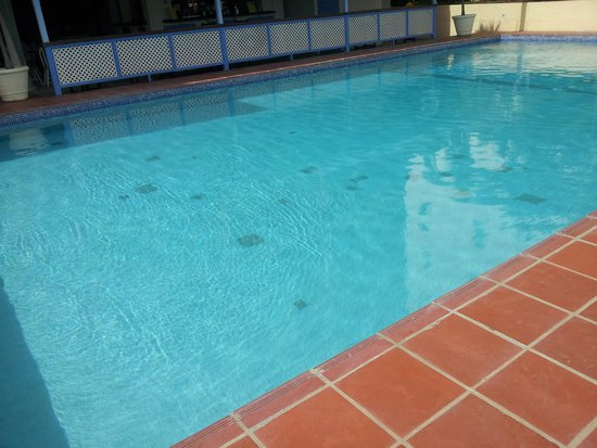 South Gap Hotel: You can see how clean is the pool