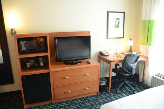 Fairfield Inn & Suites Ottawa Starved Rock Area : Room amenities