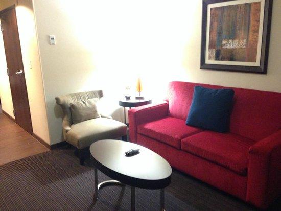 Hilton Garden Inn Houston NW America Plaza: Living room in the suite